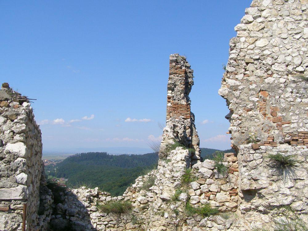 Rasnov Citadel walls and view
